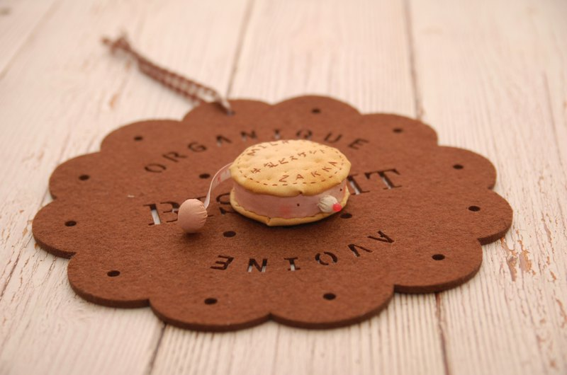 【夾扁你!!】粉紅兔草莓夾心牛奶燕麥餅乾造型捲尺