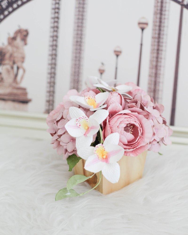 粉色蘭花-木桌花盆