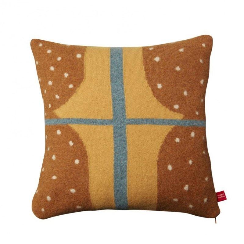 Window 純羊毛抱枕-棕 | Donna Wilson