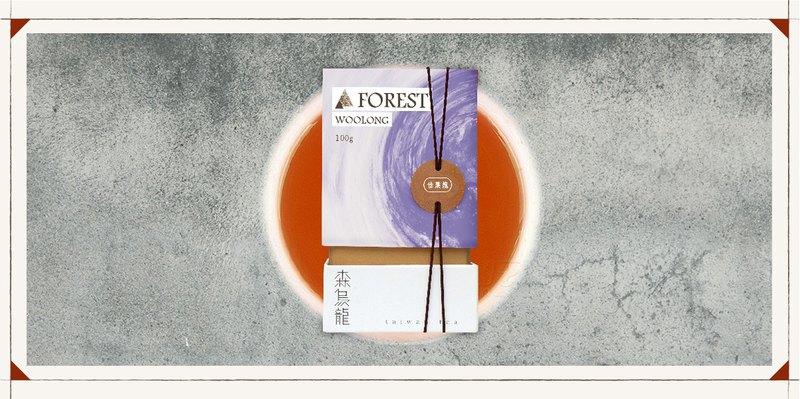"""位於奇萊山脈,再生山登山口地標處,海拔1600公尺周邊是原始森林圍繞的獨立茶園 ,由於人煙罕至,時而可見台灣保育類動物如台灣帝雉至於山羌、飛鼠等更是常見因此,取名為"""" 森烏龍"""" 「用心做好茶,傳遞品茗"""