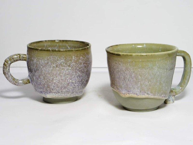 想學陶藝,不用到鶯歌!抱瓶庵座落於台北西門町鬧中取靜一角。伴隨著美味小點與茶香,您可選擇手捏或拉坏體驗,創作出屬於自己獨一無二的陶器小皿!
