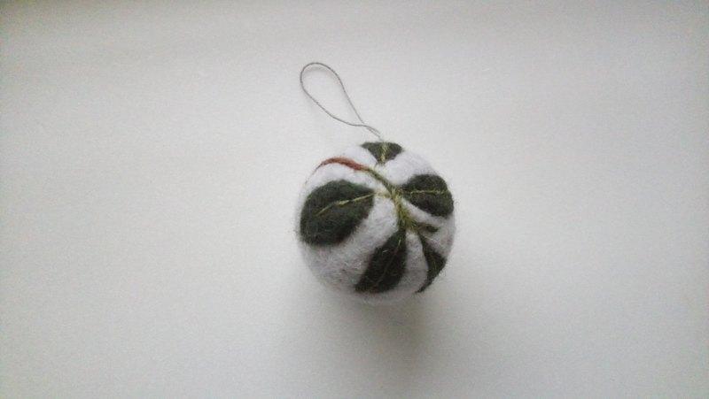 羊毛氈花草球吊飾
