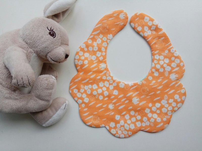 日本綿紗布 橘底白花兒  棉紗款雲狀圍兜 嬰兒圍兜