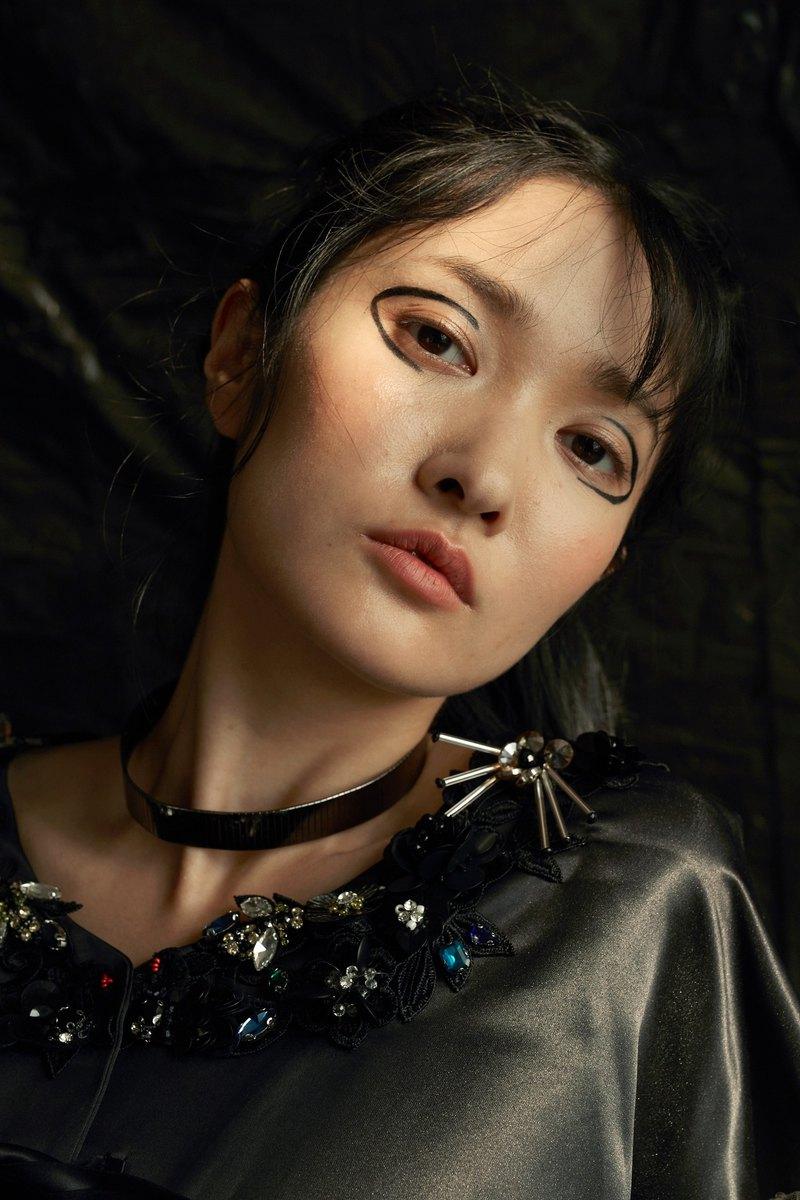 GELÉE 黑色緞面拼接釘珠刺繡蕾絲蝴蝶結綁帶洋裝禮服