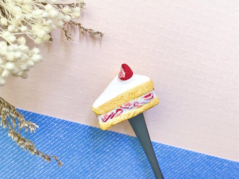 草莓鮮奶油蛋糕切片/ slice of creamy strawberry cake