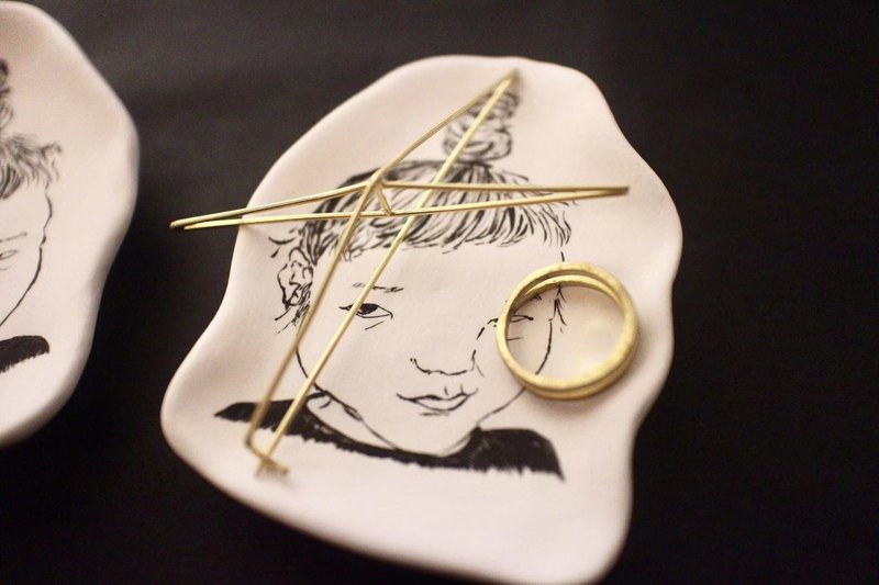 【ceramic 02】手繪素燒擴香瓷-古怪小女孩