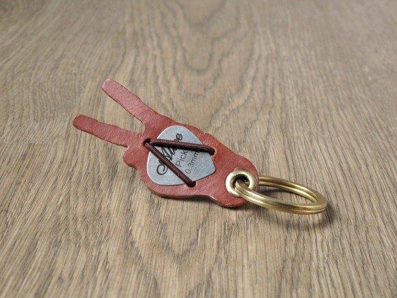 向勝利邁進 WIN x 皮革+吉他Pick皮套.鑰匙圈 黃銅鑰匙扣 (啡)