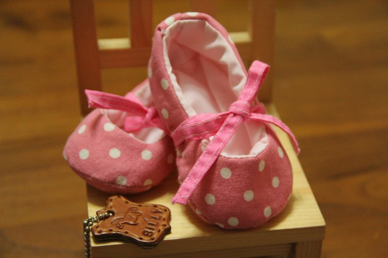 【billy的pinkoi館】【K112_300 芭蕾娃娃 嬰兒鞋材料包】適用0-12月寶寶, 布料量可做2雙