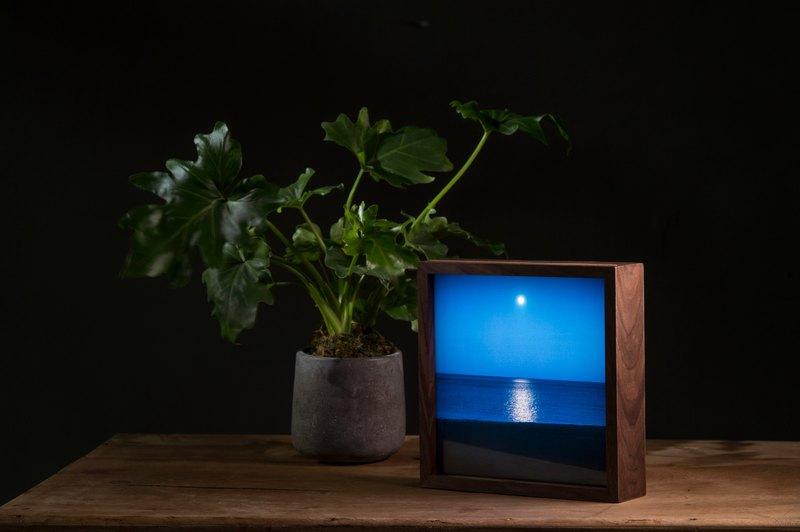 【療癒海景燈箱】—藝術家aPo. 胡桃木高質感