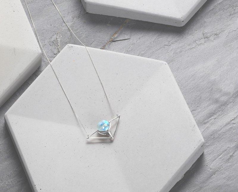 14k白金月光石鎖骨鍊 藍光白金項鍊 鑽石白金墜子 月光藍幾何項鍊
