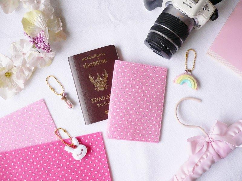圓點或心形印花毛氈護照封面