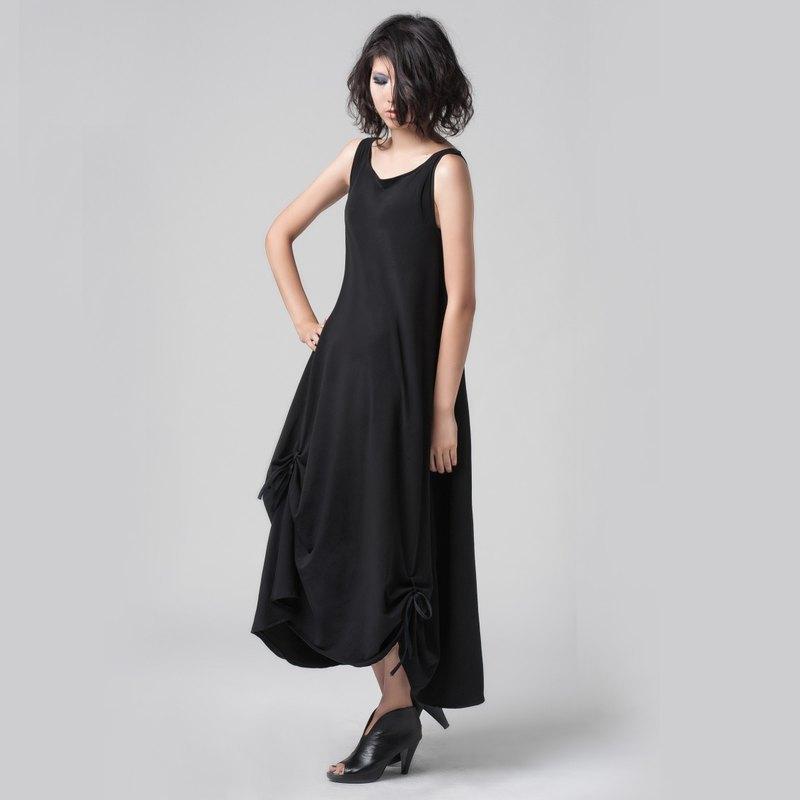 【DRESS】背心下擺抽皺長洋裝(附穿繩可自由變化造型)