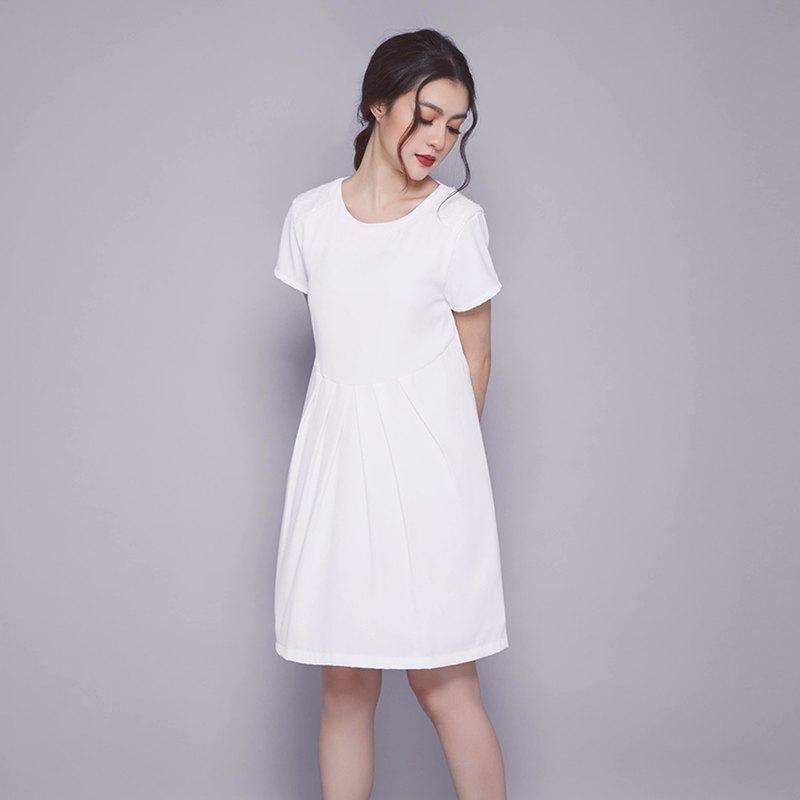 【淡季銷售】短袖連衣裙,飾邊面料,亮片。