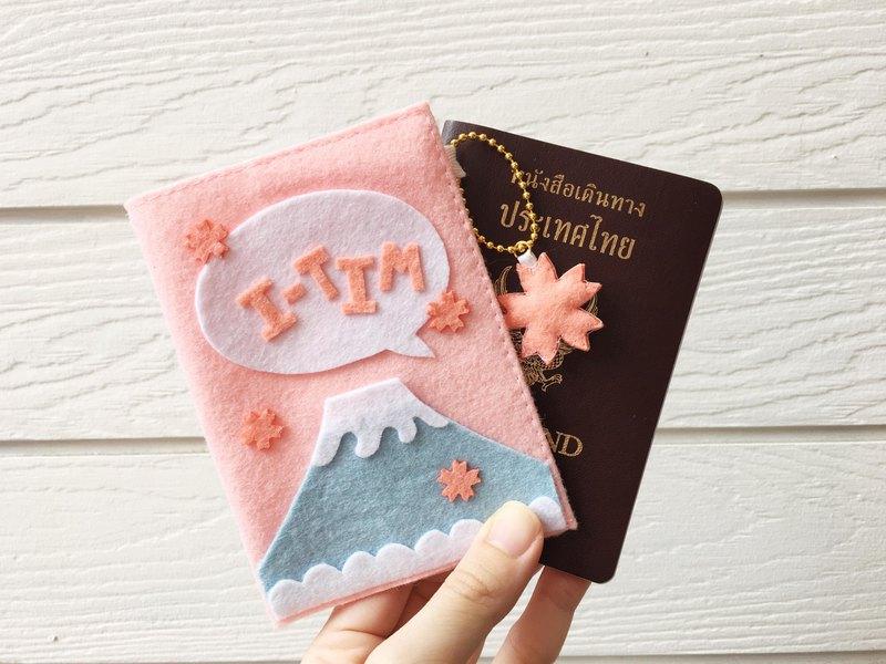 寶貝粉紅色的櫻花鑰匙扣和富士護照封面與你的名字。