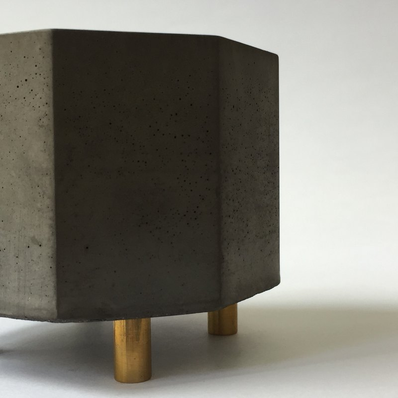 黑水泥 多用途器皿 銅腳 盆栽花器 收納置物 燭台香座-八角