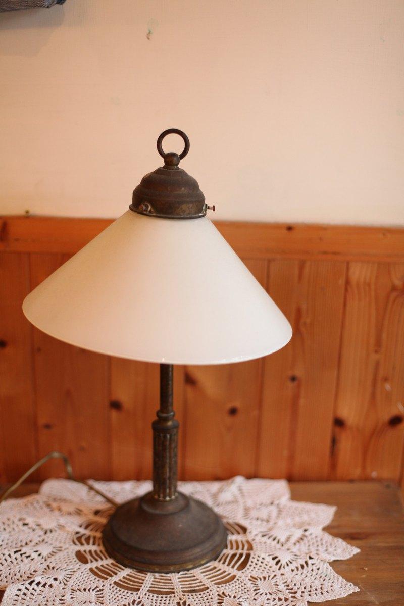 【好日戀物】荷蘭 vintage 優雅古物檯燈/ 燈座 / 燈具 / 拍攝道具 / 擺飾