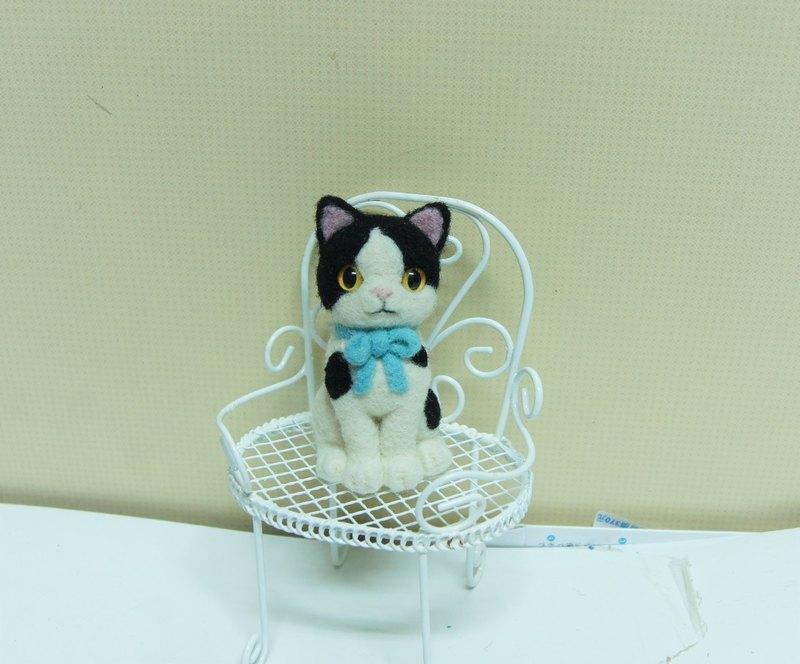 【羊樂多 X 羊毛氈】黑白 貓咪手機吊飾 耳機塞