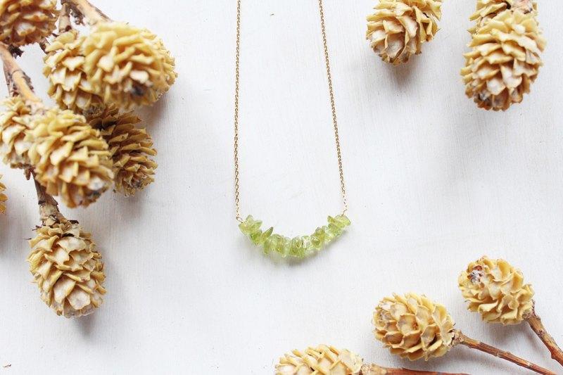 經典不規則天然石微笑款式 Peridot橄欖石短項鍊