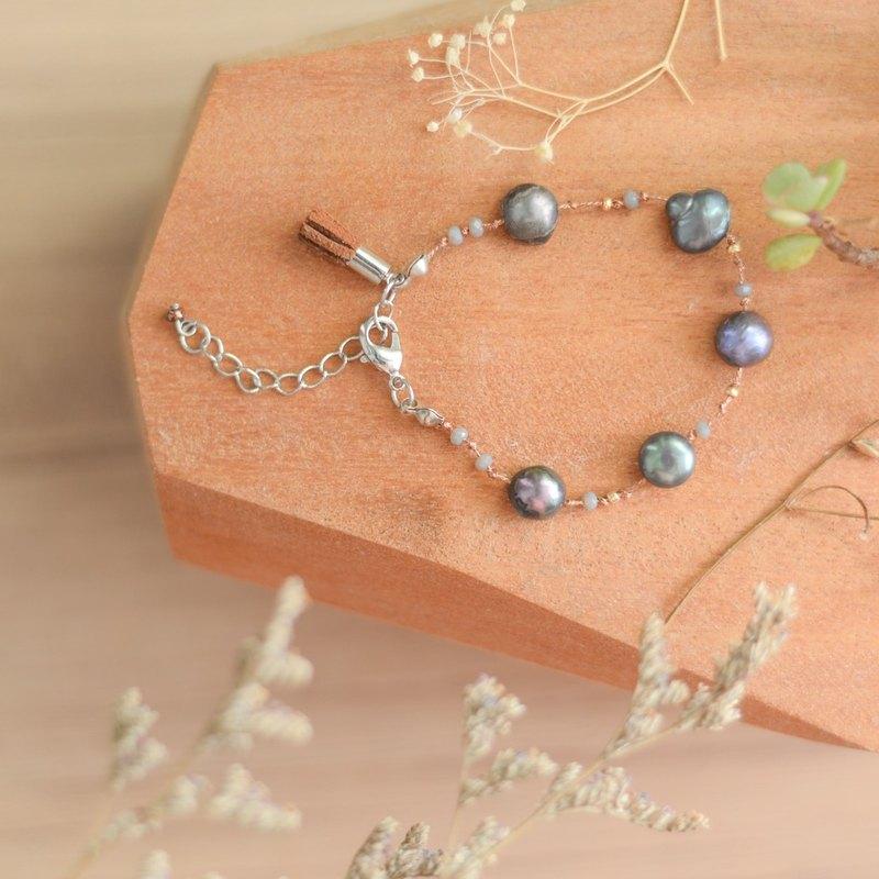 一個美麗的手工製作的真正的黑珍珠由niyome工藝手鐲