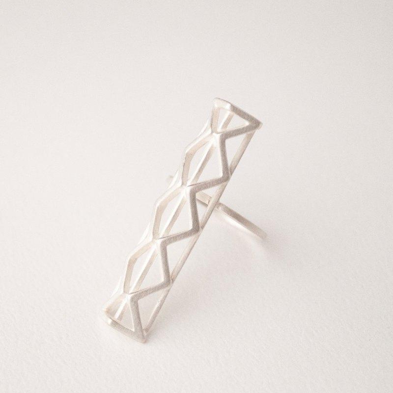 直立X三角體戒指
