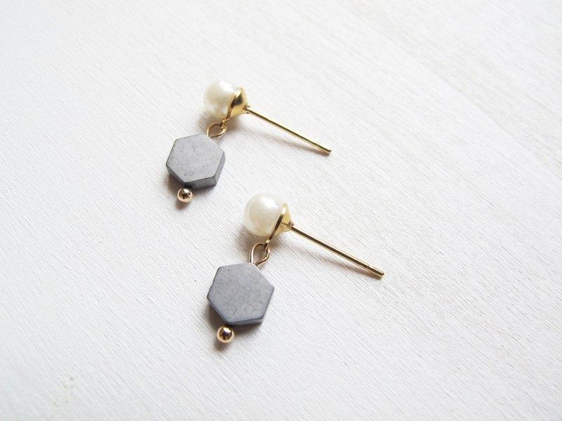 Rosy Garden 霧面銀灰色六角形烏剛石配小珍珠耳環 可換耳夾式