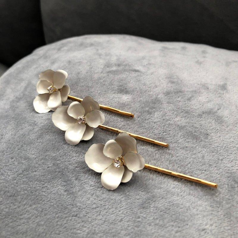 黃銅 白色小花 水晶 髮夾組
