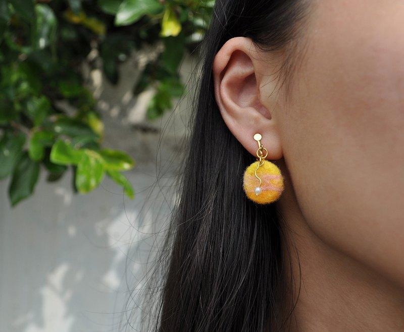 混色系列02-圓形×三角形不對稱羊毛氈耳環/耳夾