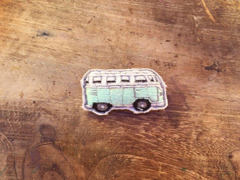 旅遊系列 小巴士 小貨車 VAN (藍綠) / 手工刺繡 別針 胸針 扣針