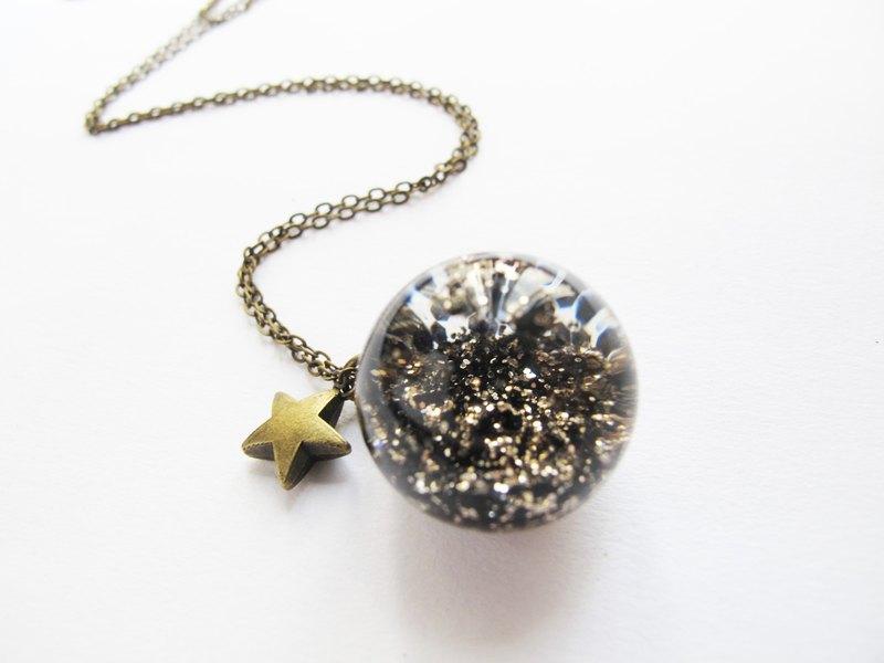 Rosy Garden 稀土中的金砂礦亮片流動水晶玻璃球項鍊