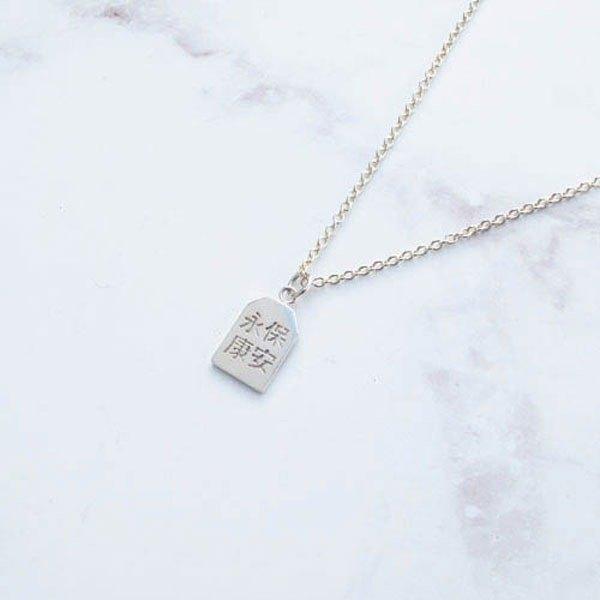 師傅純手工製作,為銀飾添加了手感的溫度 讓飾品不再只是冷冰冰的金屬