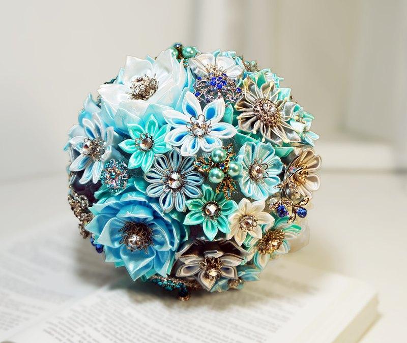 珠寶捧花神話系-藍湖精靈純手工珍珠緞帶水鑽花束