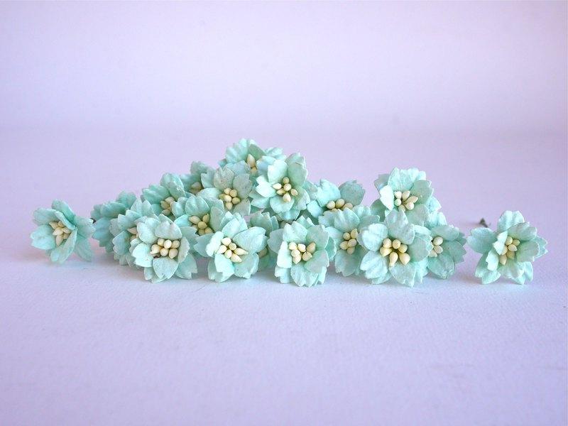 紙花,50個。小櫻花用品,2厘米。薄荷色。