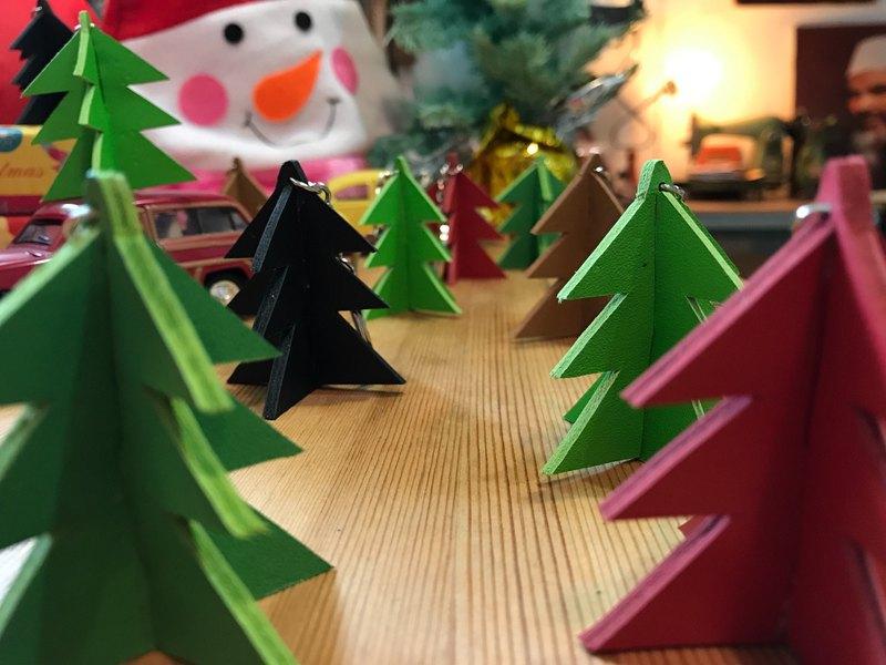 手作皮革 ─ 聖誕樹鑰匙圈(聖誕樹造型) 。蘑菇詩人+手作=The Mushroom Hand。(鑰匙圈,掛飾,造型鑰匙,聖誕樹,禮物)