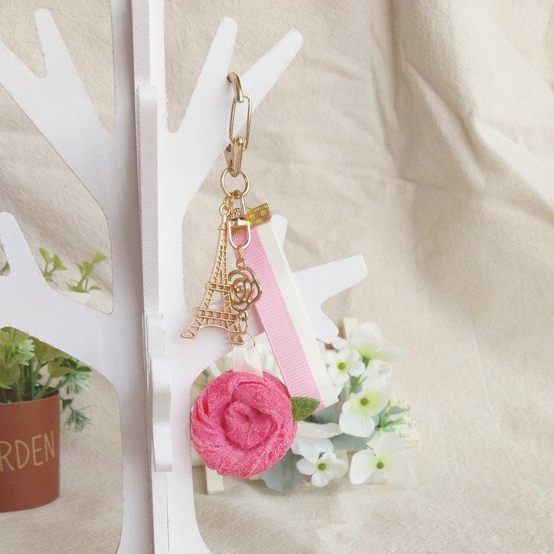 卷心玫瑰+馬卡龍=滿滿的粉紅氣息 吊飾可掛於鑰匙圈、包包等位置,讓你甜點帶著走,還可以提醒你記得喝下午茶放鬆⼀下喔!:D