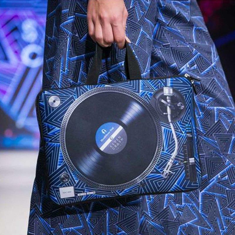 7crash x HeadphoneDog時尚唱盤筆電包_溫哥華時裝秀款
