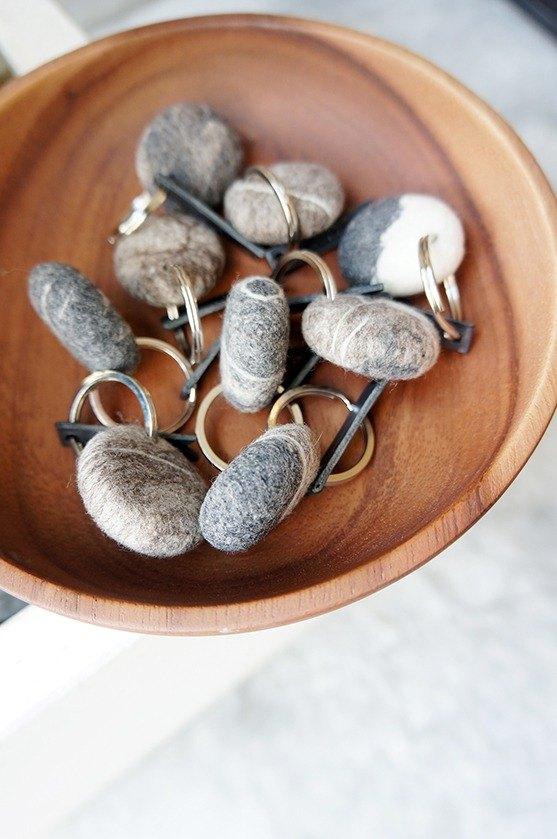輕 石頭  羊毛鑰匙圈
