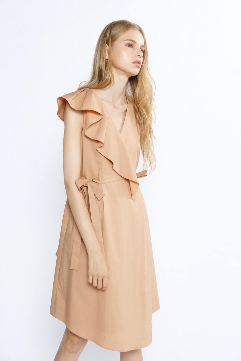 高密度壓光棉不對稱荷葉綁帶洋裝/卡其