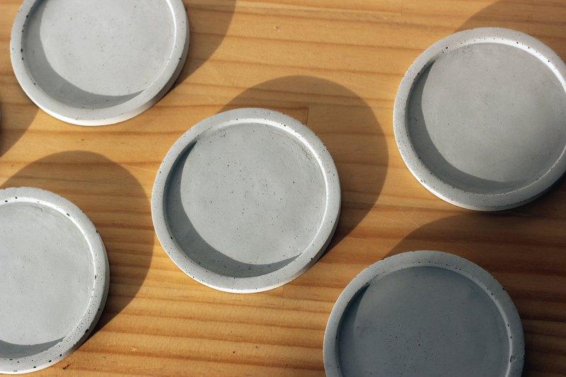 小圓盤 | 圓形水泥置物盤 接水盤 燭台 名片盤 杯墊