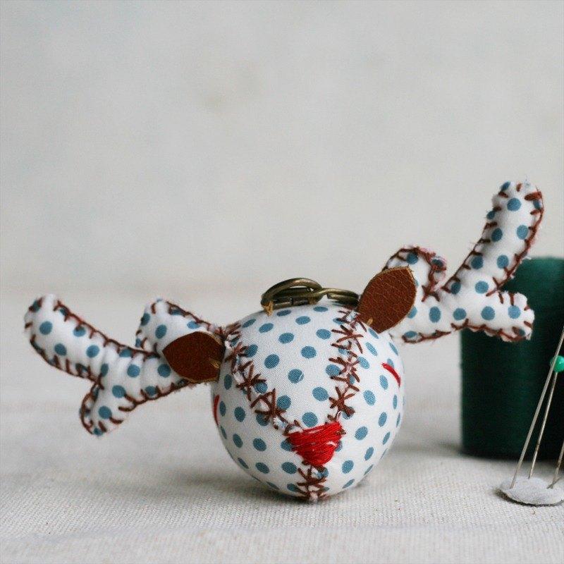 【布完美】點點麋鹿 手縫吊飾/鑰匙圈_藍紋乳酪_豆豆眼