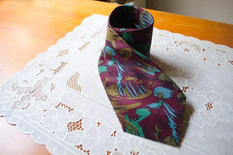 理性勾引.酒紅冷色筆觸華麗懷舊印花窄版領帶 #Vintage #古著 #莞洱