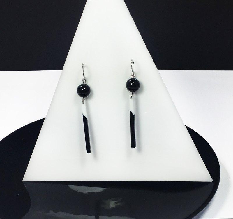 波麗黑白切角長方形耳環