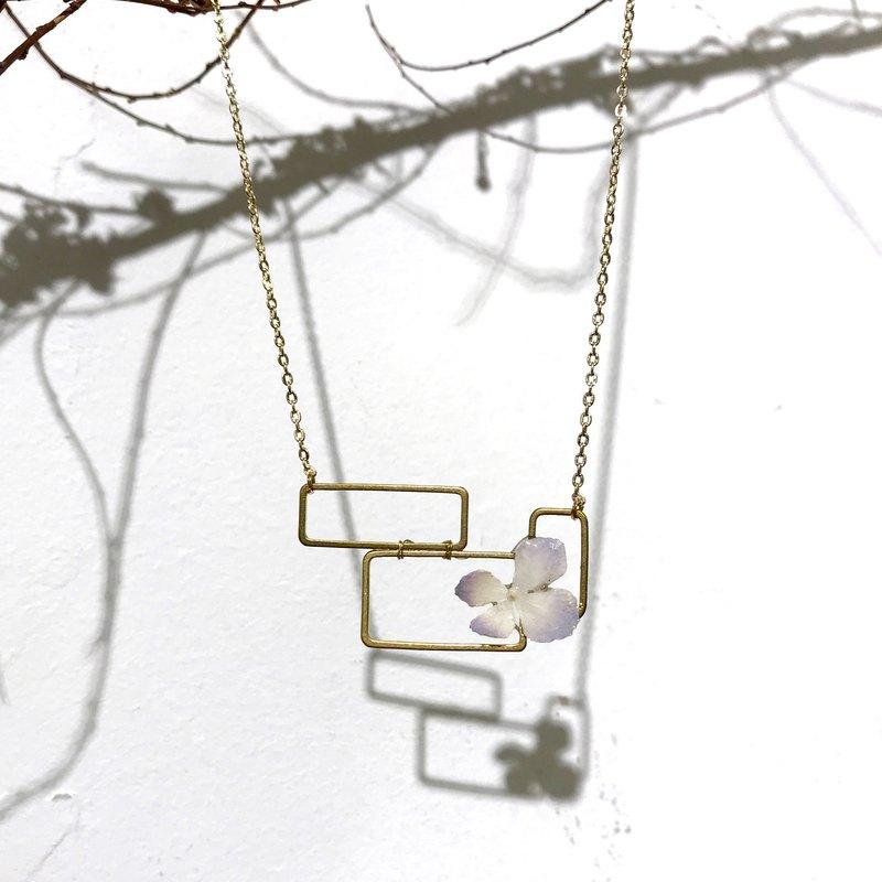 繡球黃銅幾何項鍊。. *長方型2