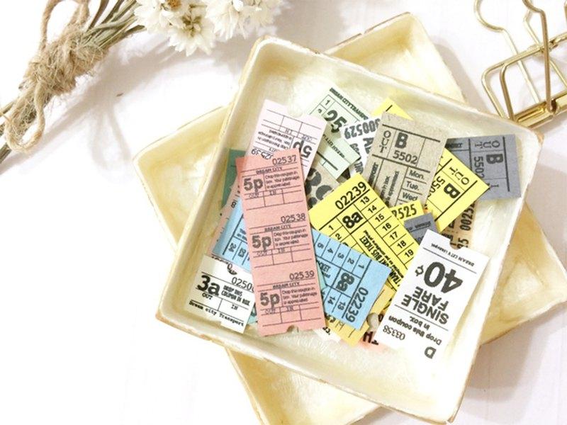 這是一套由各種紙張製成的50張小型地鐵票。 你可以享受復古的紋理。