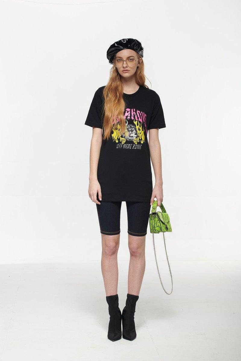PINK SELFIE 黑色地球環保短袖T