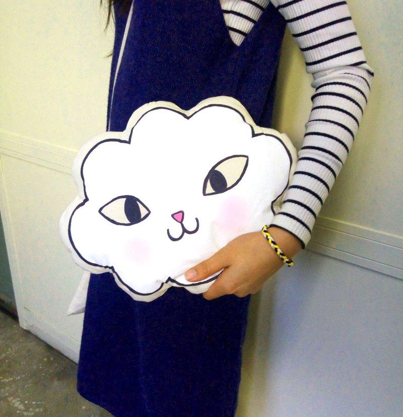 香港設計原創自家品牌貓雲手繪手製cushion公仔玩偶抱抱攬枕擺設