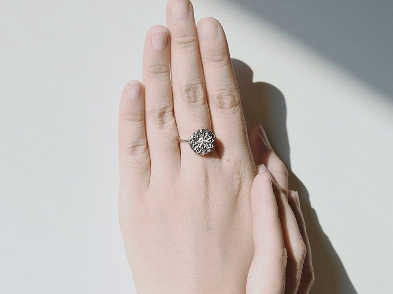 925純銀材質,戒指可依照您的國際戒圍訂製