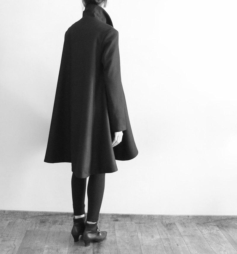 Andies Poncho 黑色披風式羊毛大衣 -可訂做多色