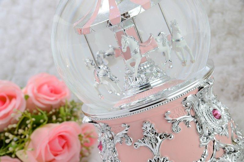 粉紅遊樂馬 水晶球音樂盒 生日禮物 情人節禮物 天空之城
