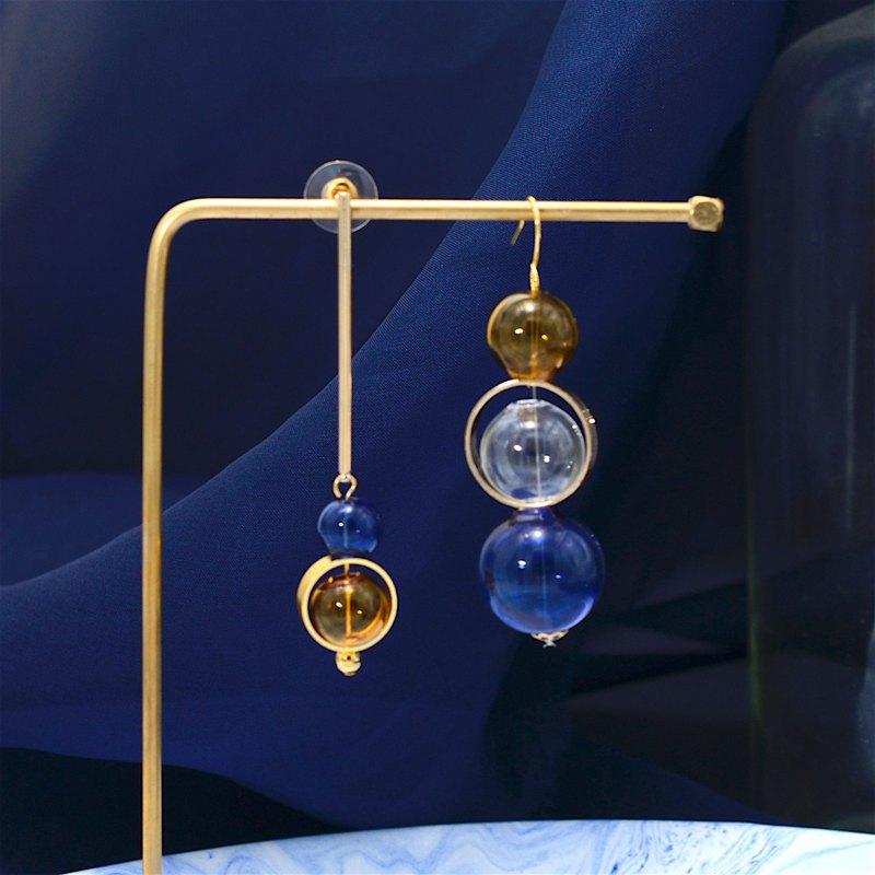 藍色茶色玻璃球不對稱耳環