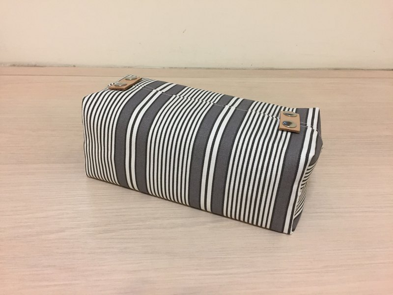袋裝抽取式面紙套_無印風品味棕色條紋皮革裝飾